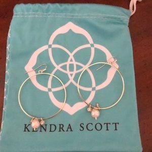 Kendra Scott Hold hoops